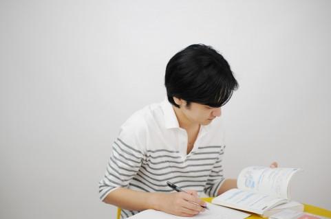 就職活動での筆記試験とは?種類と内容